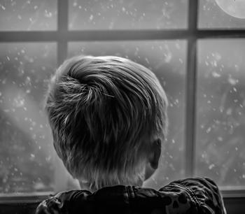 Estudian relación de infancias difíciles con el consumo de cocaína