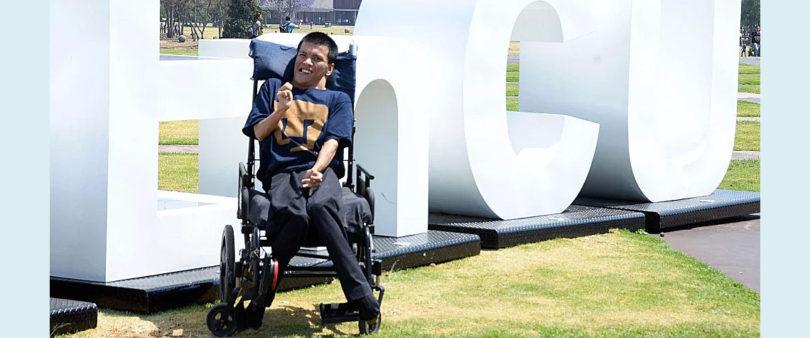 Tiene UNAM primer maestro con discapacidad motriz