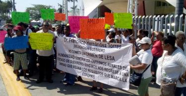 Protestan enfermos renales en Guerrero