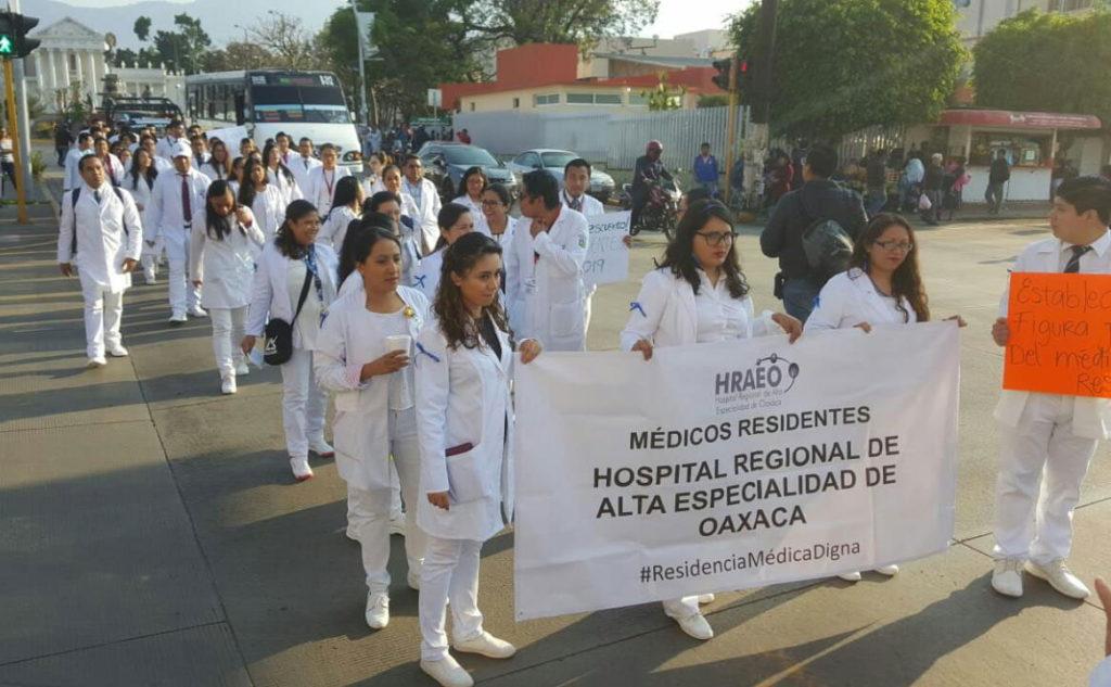 Respaldan directores a médicos residentes